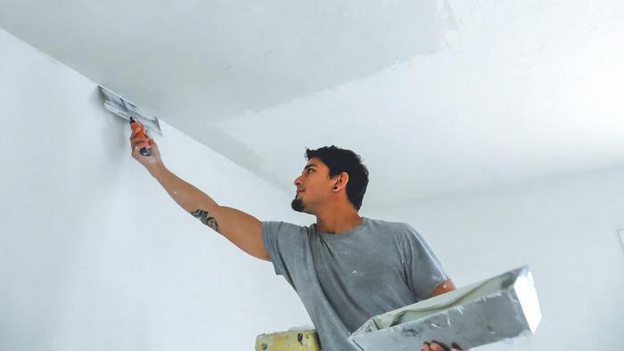 Применение гипсовой шпаклевки возможно только при отделке внутренних стен и потолков