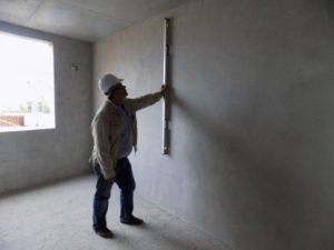 Качество работы проверяют строительным уровнем и правилом