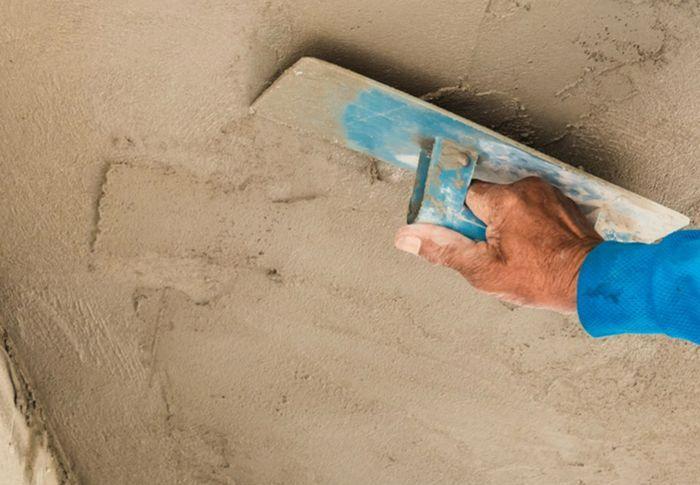 Разглаживанием и затиркой получают относительно ровную и гладкую поверхность