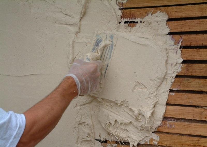 Шпаклевка деревянных поверхностей используется для повышения прочности и увеличения эксплуатационного срока
