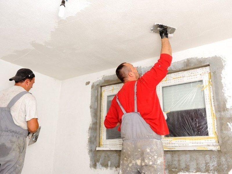 Шпаклевка потолка под покраску является обязательным этапом ремонтных работ