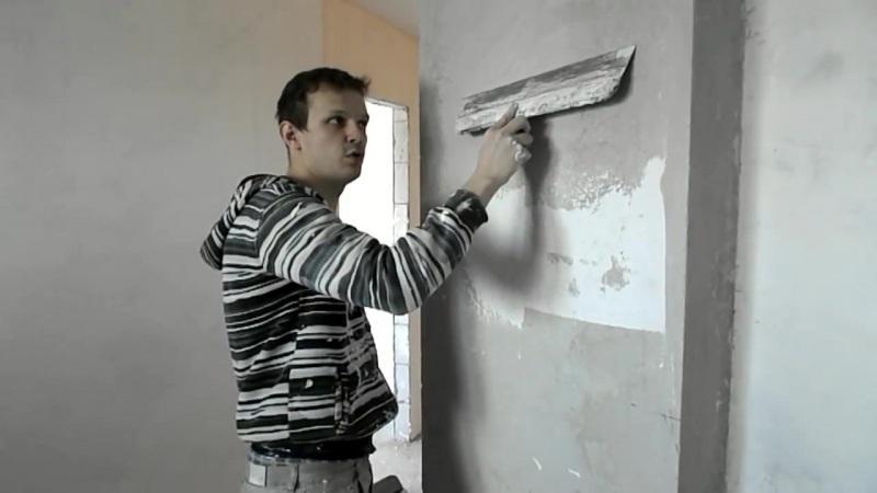 Шпаклевка стен устранит микротрещины, предотвратит отслаивание приклеенных обоев
