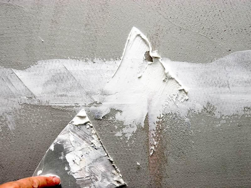 Шпаклевку бетонных поверхностей проводят в несколько этапов