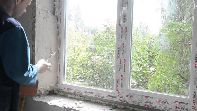 Шпаклёвка оконных откосов позволит улучшить привлекательность помещения