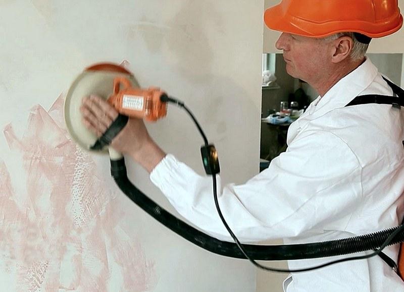 Смесь для строительных работ следует выбирать тщательно, чтобы шлифовка стен после шпаклевки прошла безукоризненно