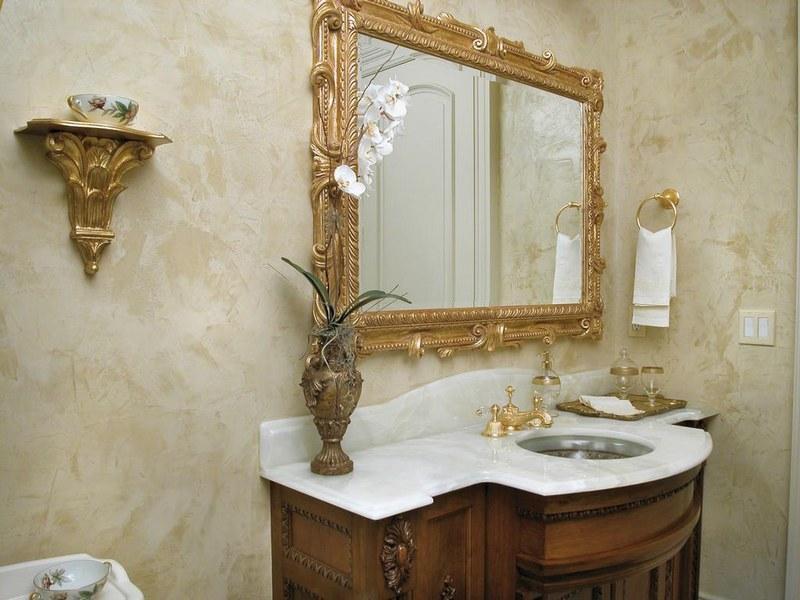 Венецианская штукатурка в ванной получила распространение благодаря своим водоотталкивающим свойствам