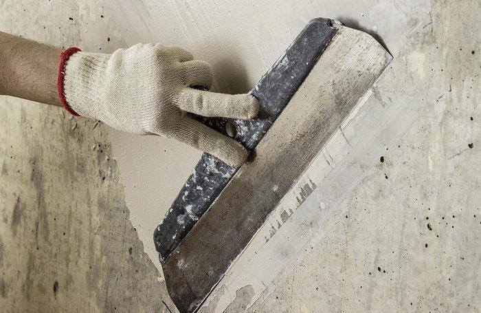 Выравнивание бетонных оснований выполняется с применением разных видов шпаклевочных смесей