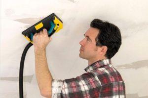 Зашкуривают потолок крупнофракционной теркой