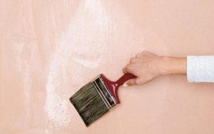 Завершает отделку тонирование краской или лакировка
