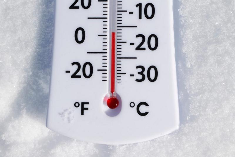 Акриловая шпаклевка теряет нужную для работы эластичность при температуре ниже десяти градусов по Цельсию