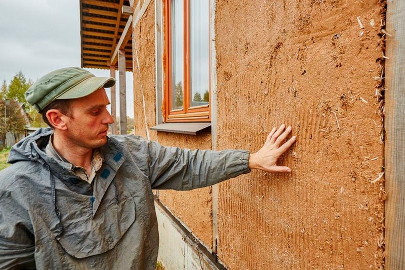 Влажность является основной причиной разрушения дома из самана