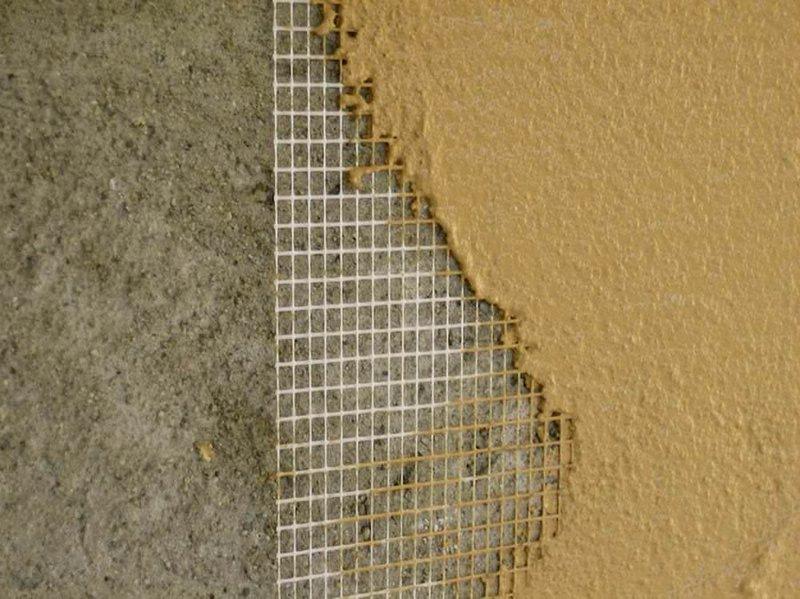 Если толщина штукатурки составляет более 0,5 см, рекомендуется использовать армирующую сетку