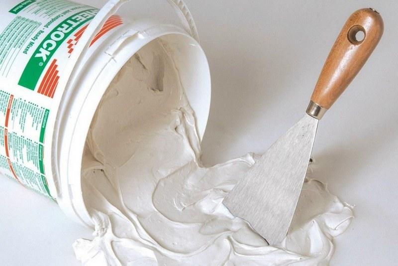 Готовые шпаклевки не нуждаются в приготовлении, поэтому могут наноситься на поверхность практически сразу