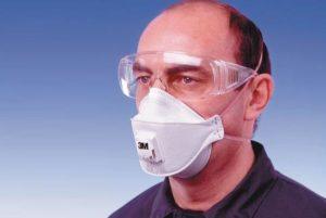 Надеть герметичные очки и маску для защиты от пыли