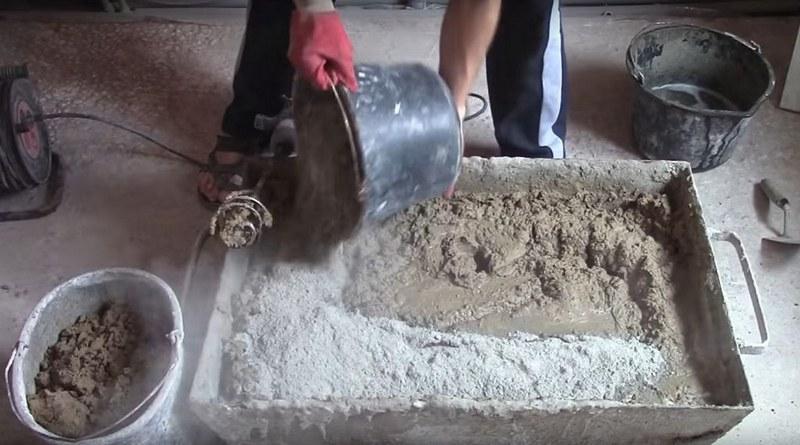 Нарушение технологии приготовления строительной смеси - частая причина осыпания штукатурки