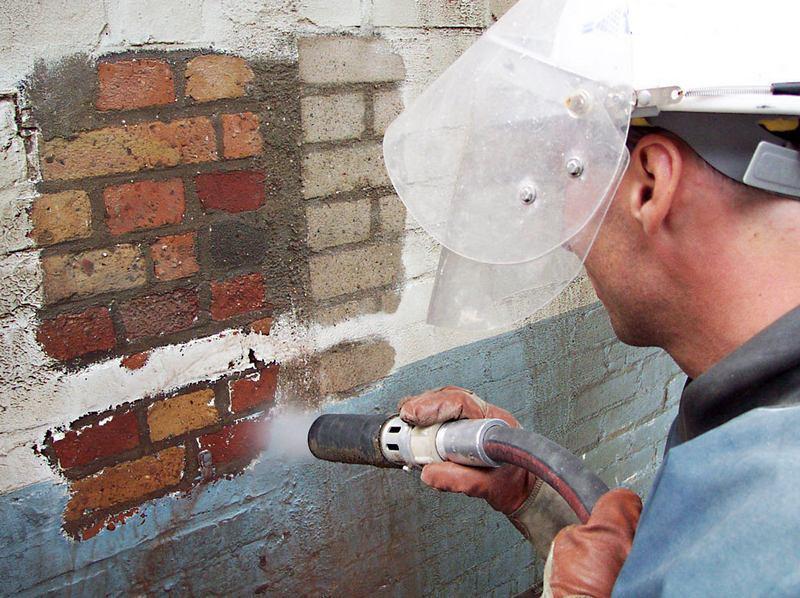 Пескоструйная очистка поверхности поможет избавиться от загрязнений, следов ржавчины и атмосферных осадков