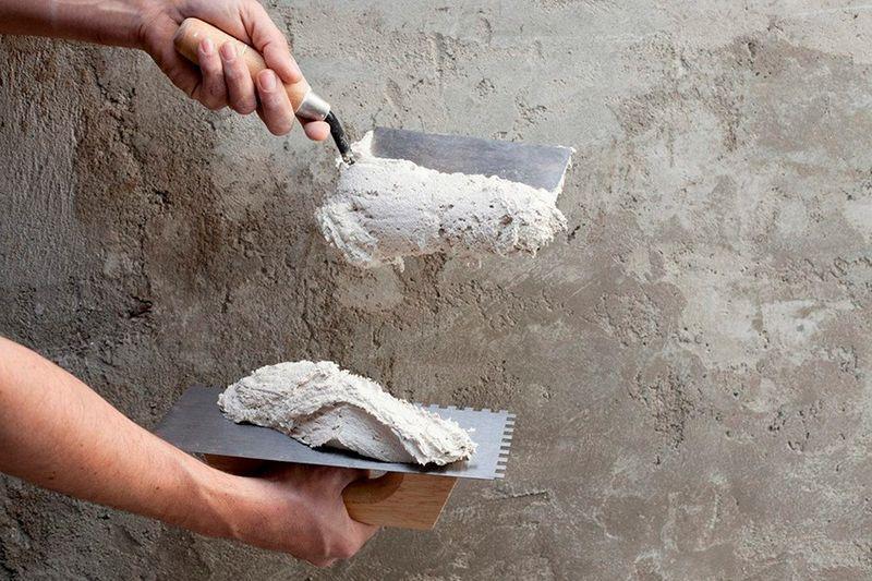 Просроченная штукатурка теряет свои свойства - материал становится не пригодным для работы