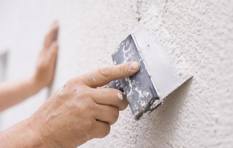 Согласно строительным нормативам наносить штукатурку на шпаклевку не рекомендуется