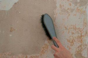 Зачистка стен от пыли и грязи