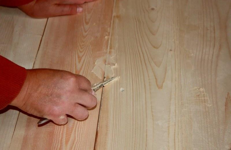 Заделка швов на полу проводится после высыхания грунтующего слоя