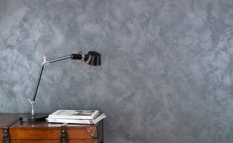 Декоративная штукатурка с жемчужным блеском отлично подойдет для оформления рабочего кабинета