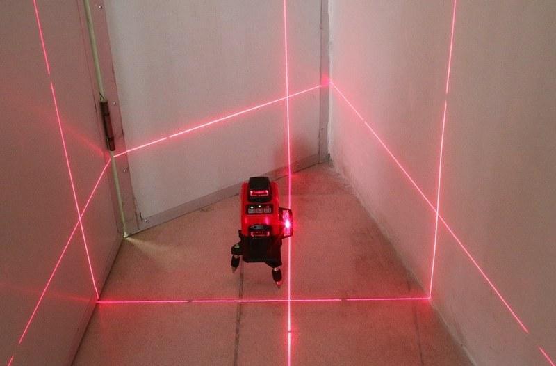 Для разметки маяков рекомендуется использовать линейную проекцию нивелира