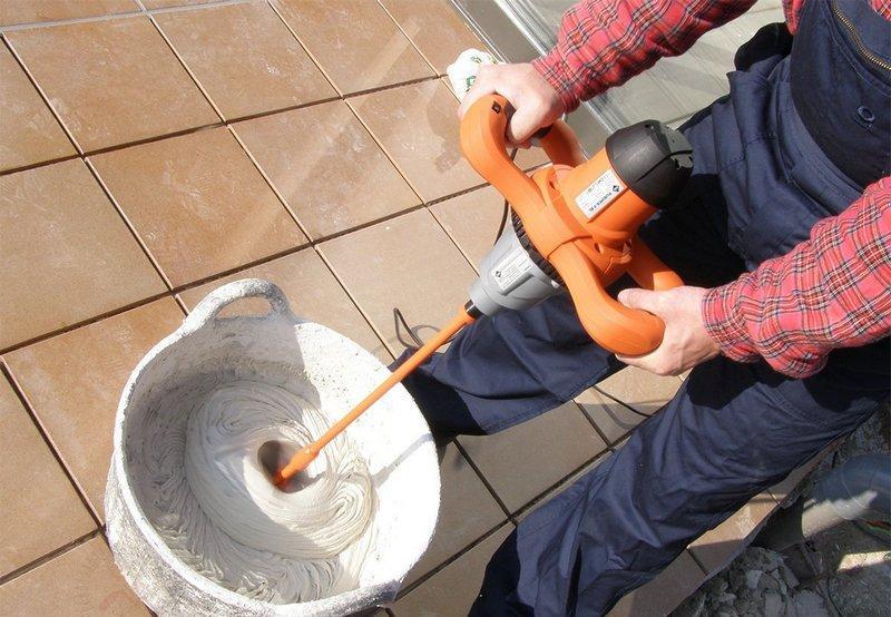 Для замешивания шпаклевки следует применять строительный миксер
