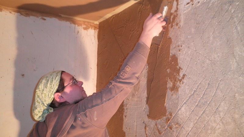 Глиняно-известковый раствор штукатурки применяется преимущественно в сухих помещениях