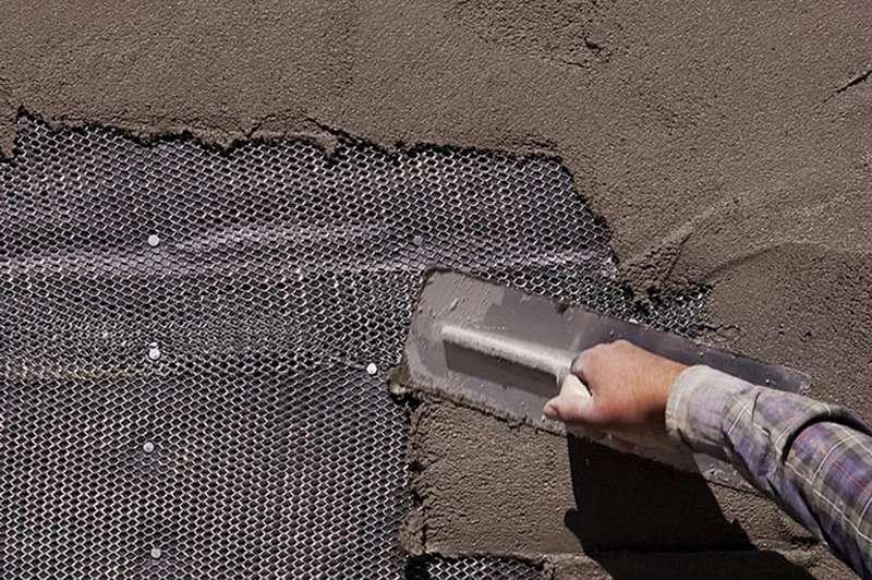 Использование сетки делает сцепление штукатурного покрытия с поверхностью более прочным