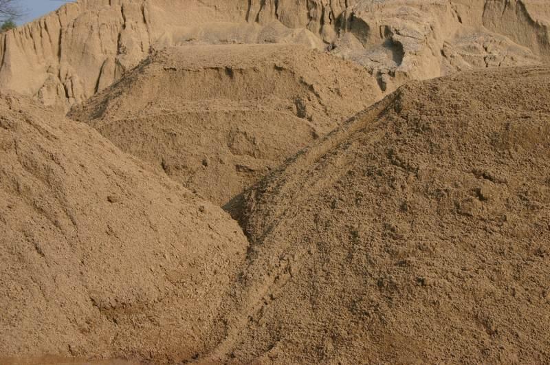 Карьерный песок — универсальный материал, который используется во многих сферах народного хозяйства и промышленности