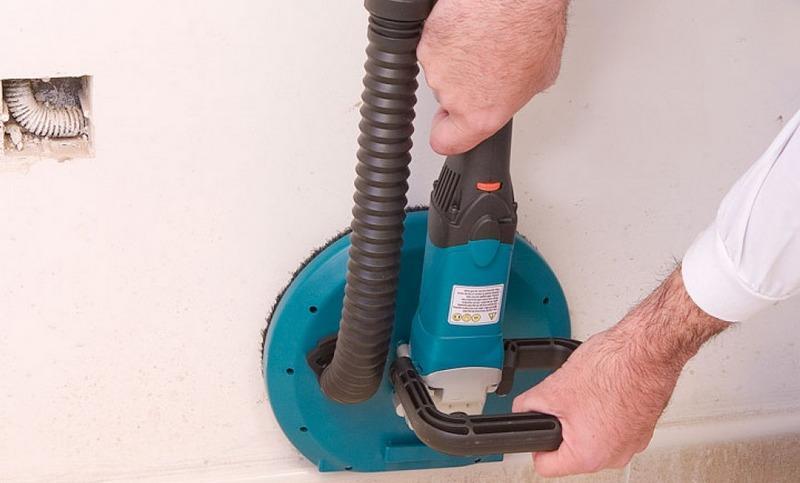 Машинка для шлифовки шпаклевки облегчает процесс и уменьшает пыль