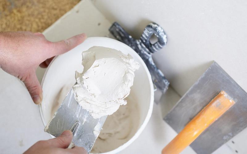 Неправильное хранение силиконовой штукатурки может стать причиной большого расхода отделочного раствора
