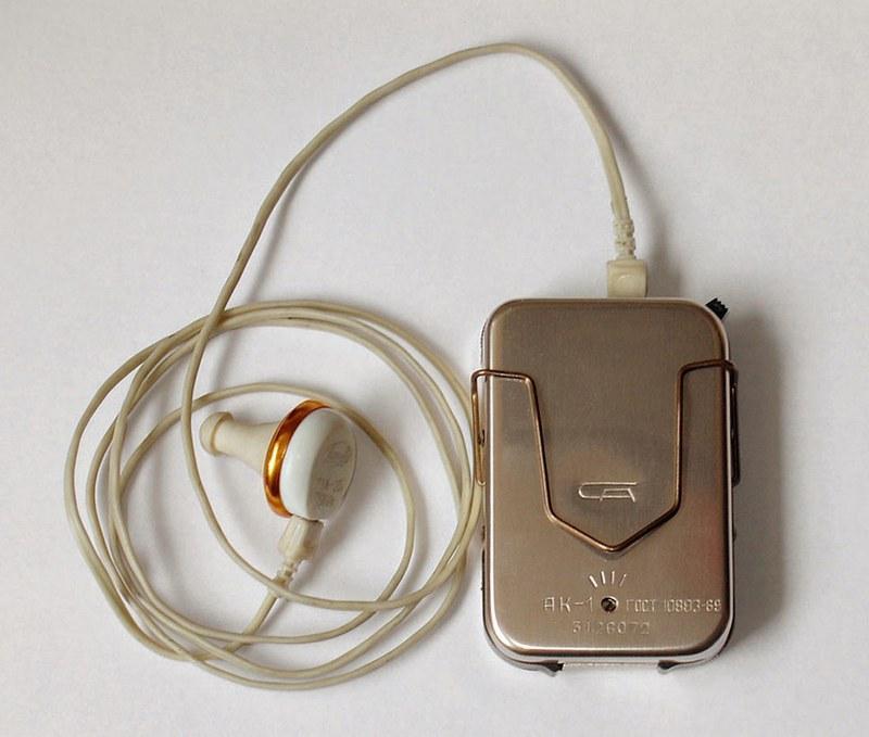 Слуховой аппарат позволяет определить расположение скрытой проводки в полу или в стене