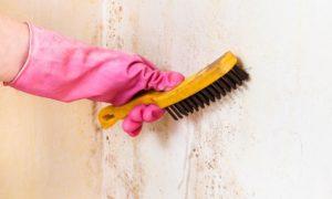 Подготовка основания заключается в зачистке, удалении грязи, пыли