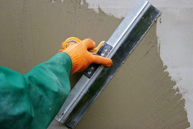 После использования шпаклевки на цементной основе стены приобретают необходимую ровность и прочность