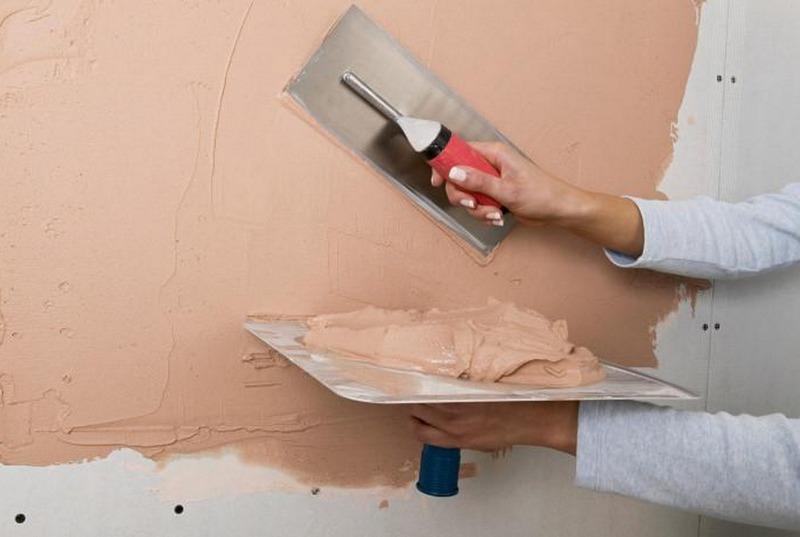 Расход декоративного раствора зависит от толщины наносимого на стены слоя