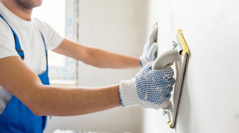 Шлифовка стен после шпаклевки сделает поверхность максимально ровной и гладкой