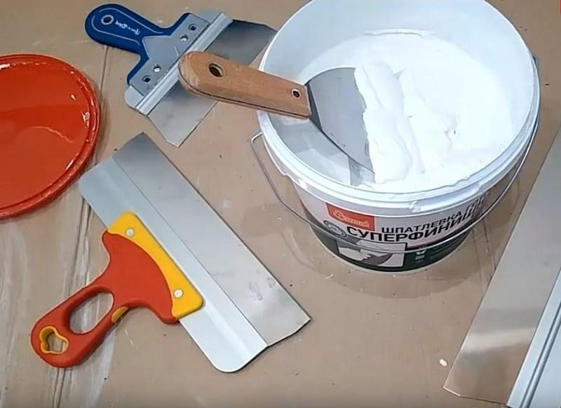 Шпаклевка - широко применяемый строительный материал, который помогает выровнять поверхности помещений