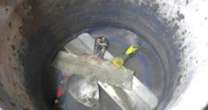 Шпатель погружают в воду и оставляют на 12-24 часа