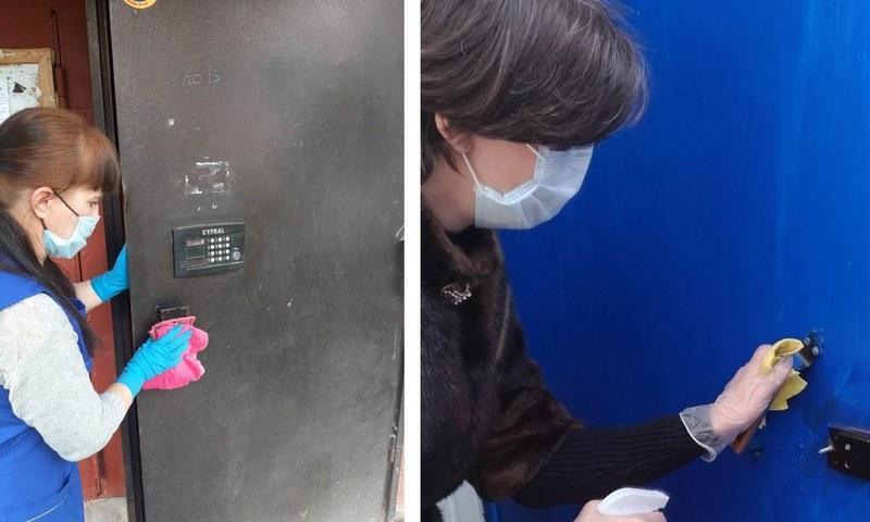 Убрать следы штукатурки с металлической двери можно с помощью влажной губки
