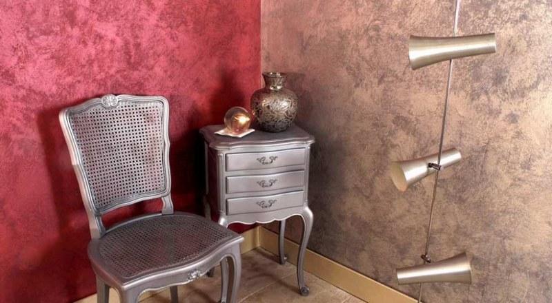 Венецианская штукатурка напоминает мозаику с различными блестящими вкраплениями
