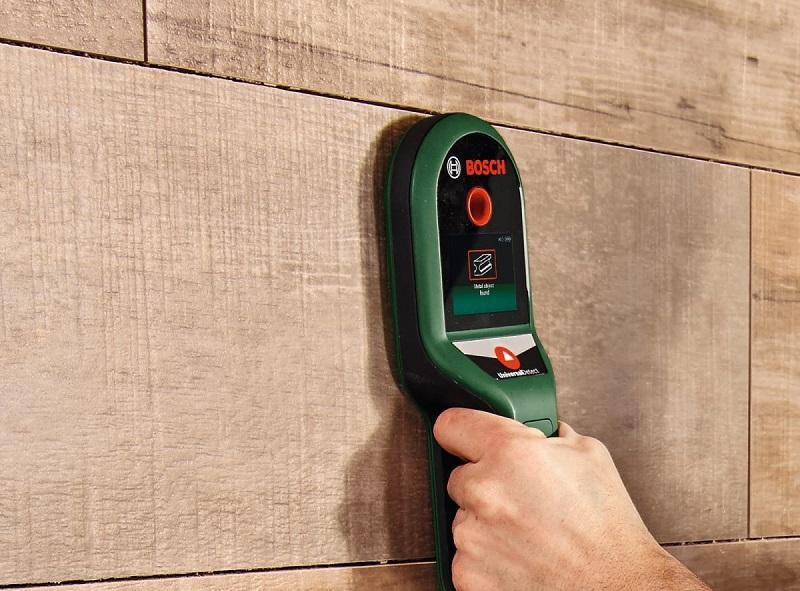 Универсальные детекторы применяются для обнаружения как проводки в стенах под напряжением, так и различных металлов