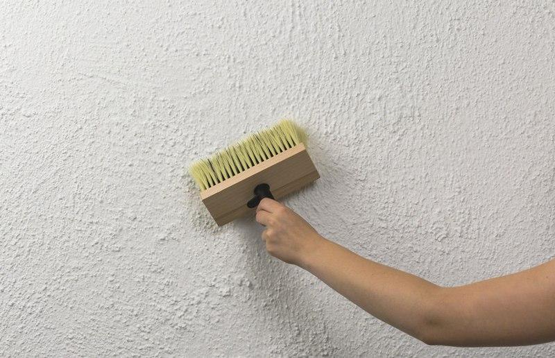 Декоративный состав легко наносится, позволяет скрыть незначительные дефекты стен