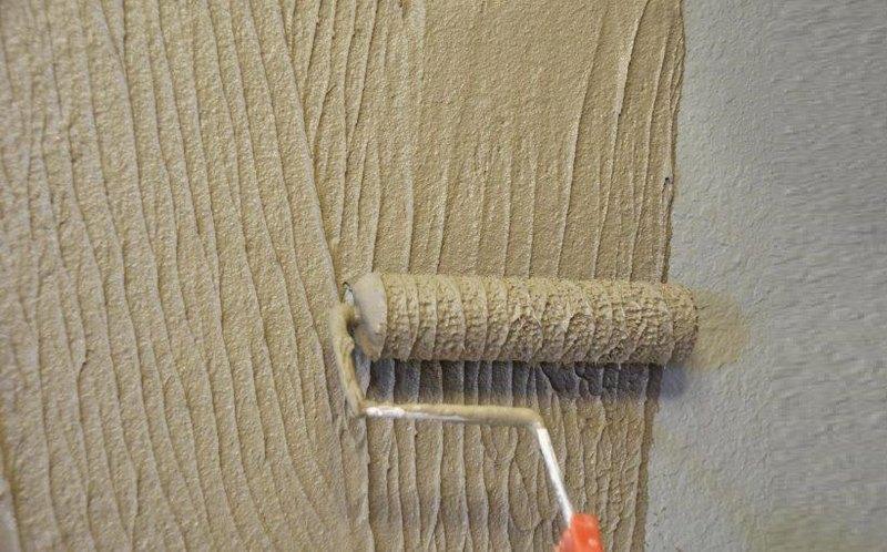 Декоративный валик позволяет создать уникальное покрытие за короткое время