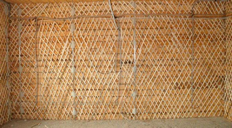 Деревянные основания перед нанесением штукатурного состава обивают дранкой