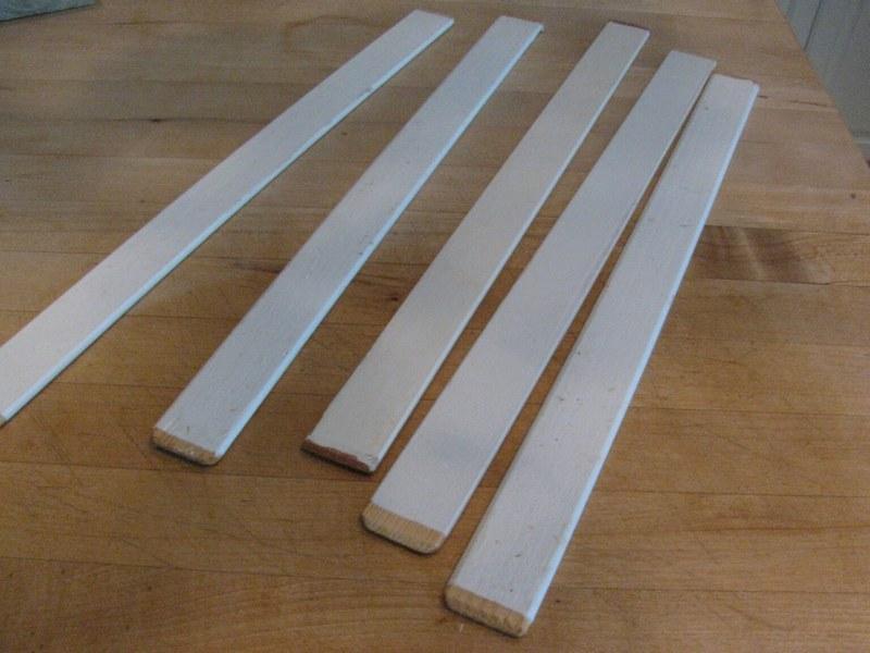 Для самостоятельного изготовления выравнивающего прибора используют древесину