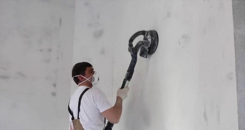 Для ускорения ремонтных работ шлифовать шпаклевку рекомендуется шлифмашинкой