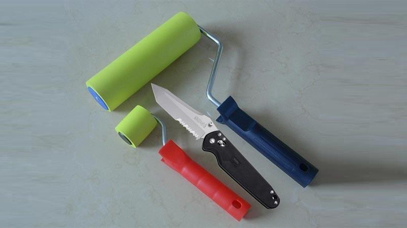 Фактурный валик легко создать с помощью ножа, которым вырезают узор на резиновом инструменте