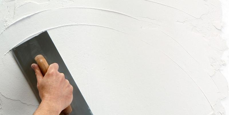 Финишная шпаклевка состоит из мелкофракционного порошка, что и отличает её от основной шпаклёвочной смеси