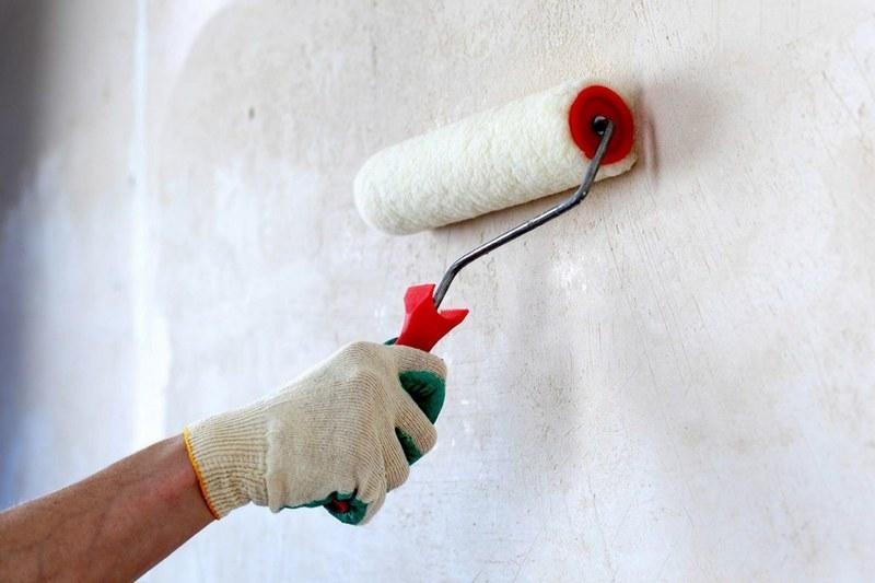 Грунтовка поверхности перед оштукатуриванием — один из важных этапов подготовки к отделке